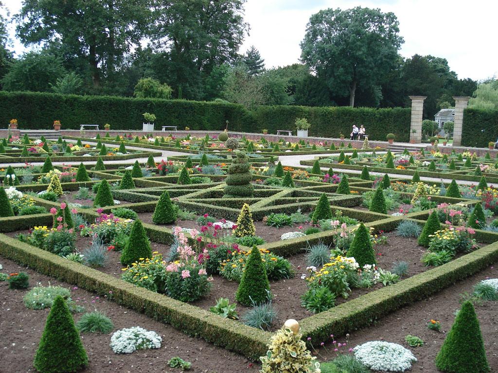 Hanbury hall garden for Garden parterre designs