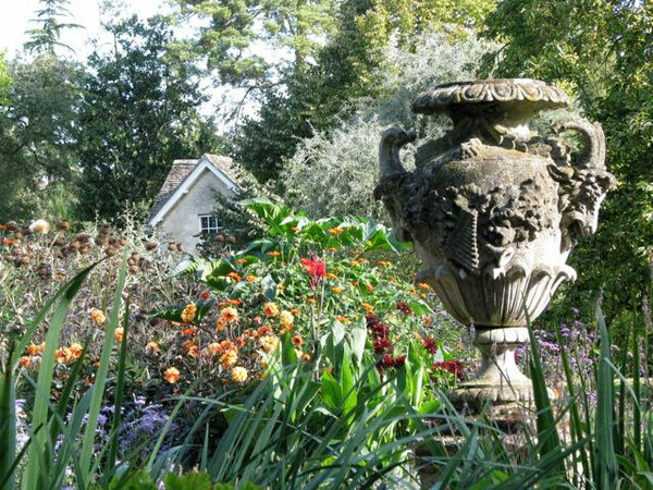 Urn, Oxford Botanic Garden