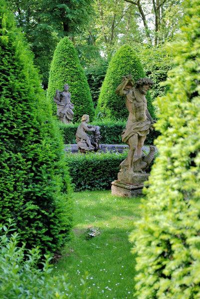 Barockgarten for Statue jardin moderne