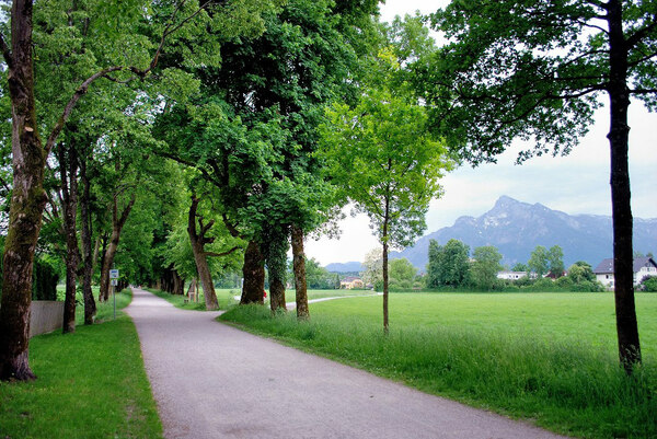 Hellbrunner Allee, Austria