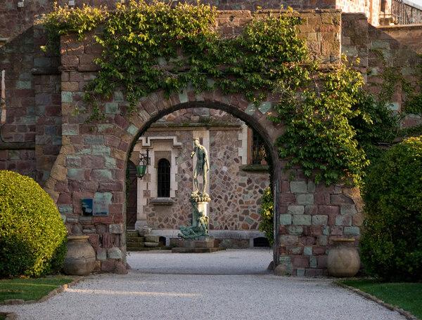 Arch, Chateau de la Napoule