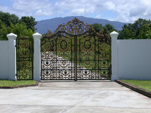 Gate, Dokmai Garden
