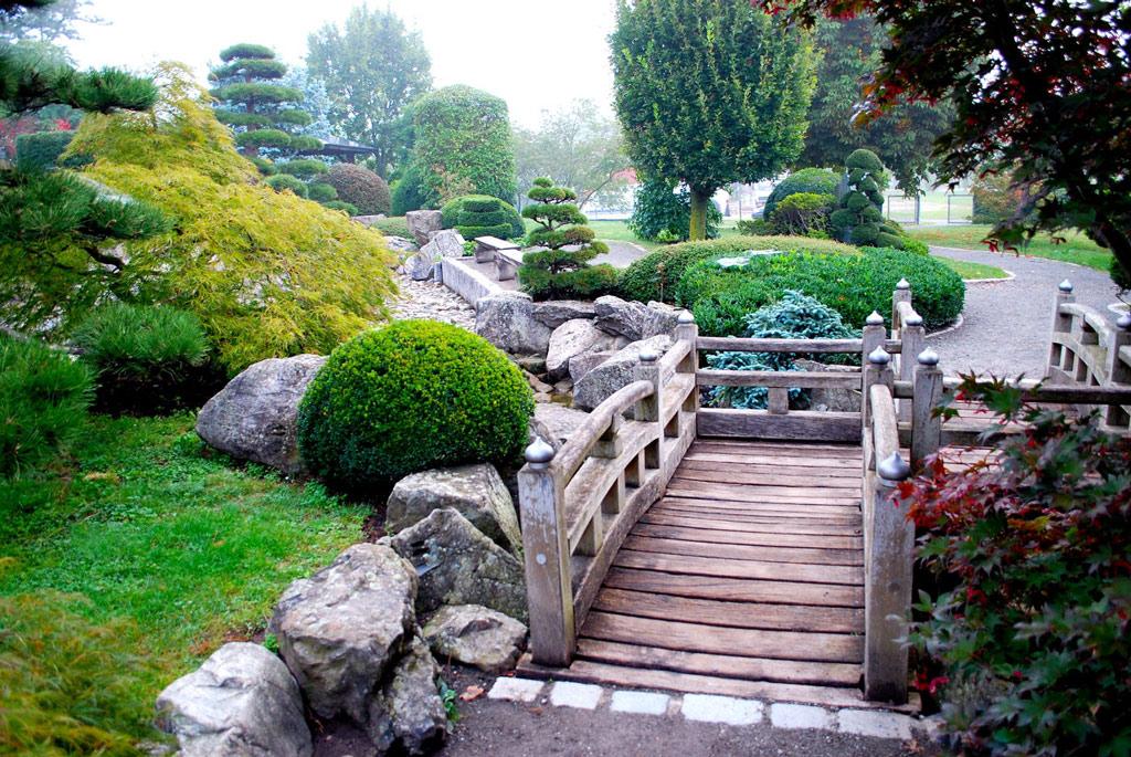 Japanese garden freiburg for Recommended landscape gardeners