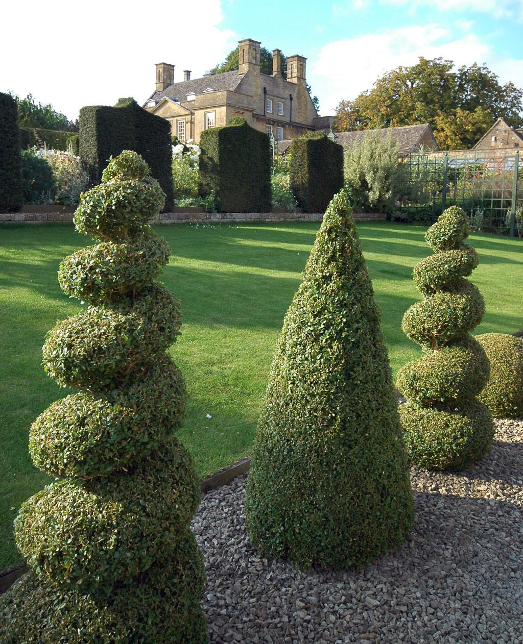 House Landscape Images: Bourton House Garden