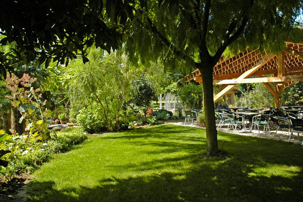 Jardin aux plantes parfum es la bouich re for Jardin plante