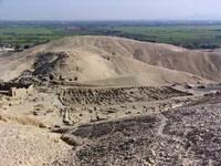 dier el medina q a Deir el-medina en el extremo norte del poblado de deir el-medina se construyeron varios templos y capillas a lo largo del imperio nuevo algunos de ellos fueron.