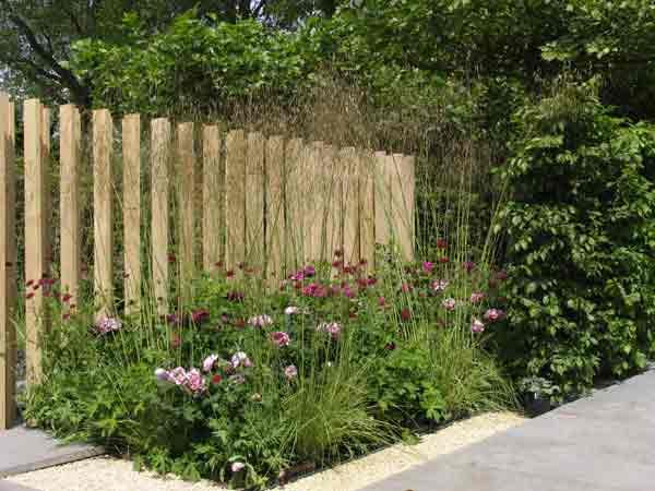Garden designs at the rhs chelsea flower show 2004 for Chelsea flower show garden designs