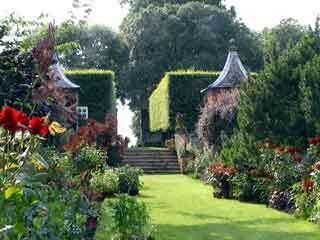 Hidcote garden2