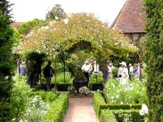 Sissinghurst garden1
