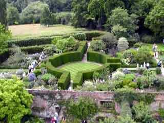 Sissinghurst garden2