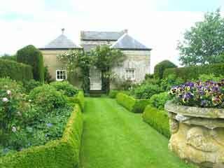 Menagerie garden2