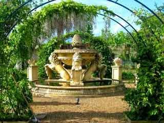 Menagerie garden1