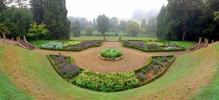 Wroxton abbey garden