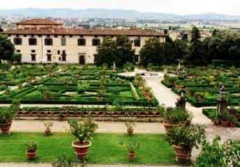 Villa medici at castello villa reale for Casa classica villa medici