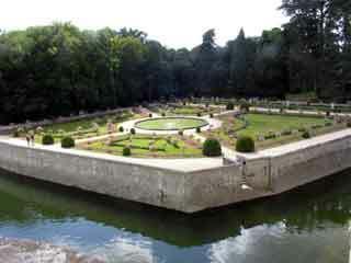 Chenonceau garden2