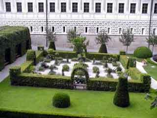 Ambras garden1