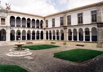 Evora courtyard1