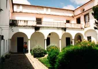 Evora courtyard2