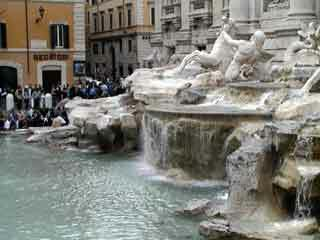 Trevi fountain rome1