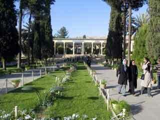 Hafez tomb garden1