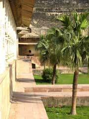 Deeg palace garden1