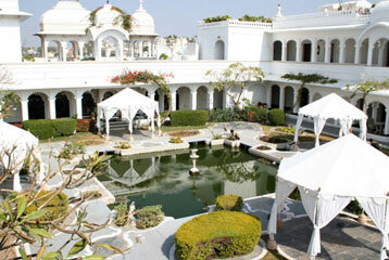 Udaipur lake palace garden2