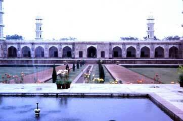 Jahangir tomb garden1