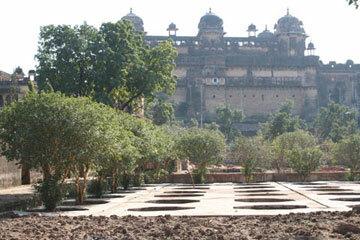 Orchha palace gardens2