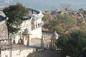 Sajjangarhmonsoonpalace1