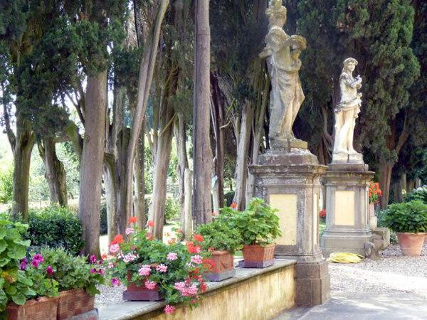 Statues, Villa Poggio Torselli