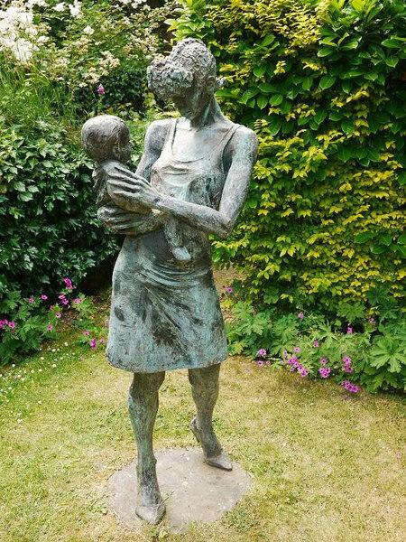 Sculpture, Gibberd Garden