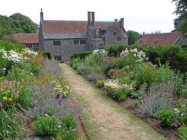 Mottistone Manor, Summer