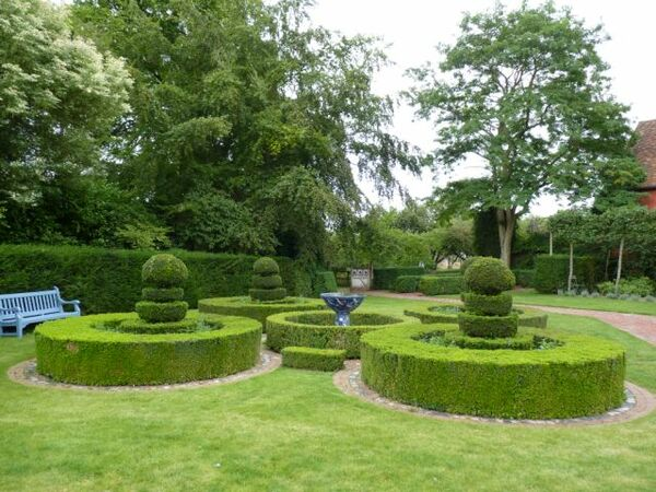 Topiary, Wyken Hall