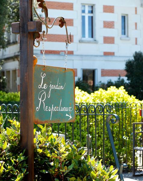 Sign, Le Jardin Respectueux